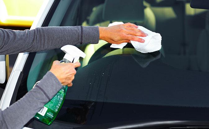 C mo limpiar los vidrios del carro kleenex m xico - Como limpiar los vidrios ...